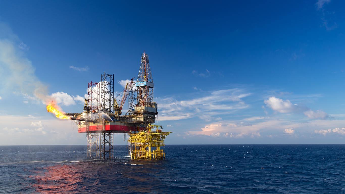 طراحی و ساخت تجهیزات صنایع نفت ، گاز ، پتروشیمی و نیروگاهی